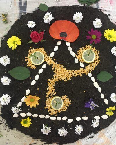 Mandala en tierra con espiral